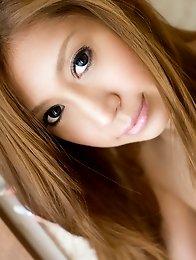 Redhead japan av idol Mayumi Sendou shows her beautiful body