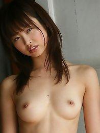 Skinny nude japanese cutie Hara Sarasa poses in bedroom