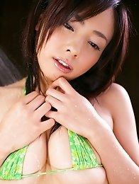 Big Tits japanese Hikaru Wakana in bikini take shower