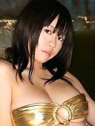 Big boobs japan model Hitomi Kitamura in a gold bikini
