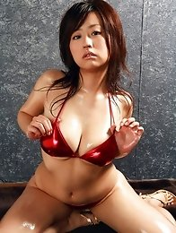 Beautiful busty asian babe shows off her delicious body in bikini