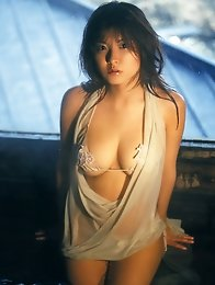 Saucy asian babe shows off her sizzling hot and delicious body
